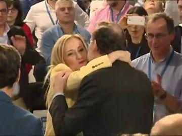 El saludo entre Mariano Rajoy y Cristina Cifuentes centra los focos al inicio de la Convención Nacional del PP