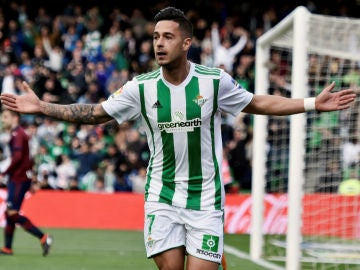 Sergio León celebra un gol