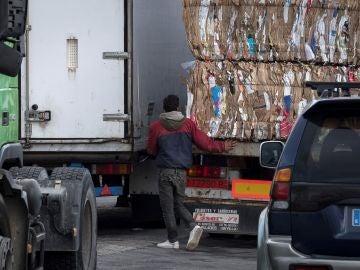 El adolescente marroquí que falleció en el puerto de Ceuta, momentos antes de ser atropellado por un camión