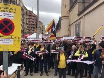 Los CDR encabezan una marcha 24 horas en torno a la prisión La Modelo de Barcelona