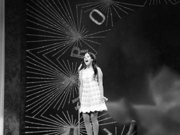 La cantante Massiel, durante su actuación en Eurovisión