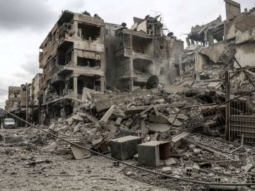 (08-04-18) - Al menos 40 personas mueren por asfixia en un ataque químico contra la ciudad siria de Duma