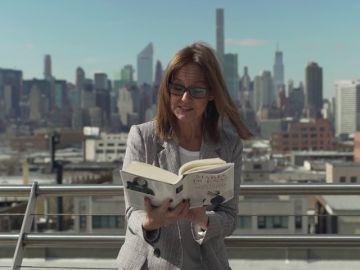 María Dueñas lee un fragmento de su nueva novela 'Las hijas del Capitán'