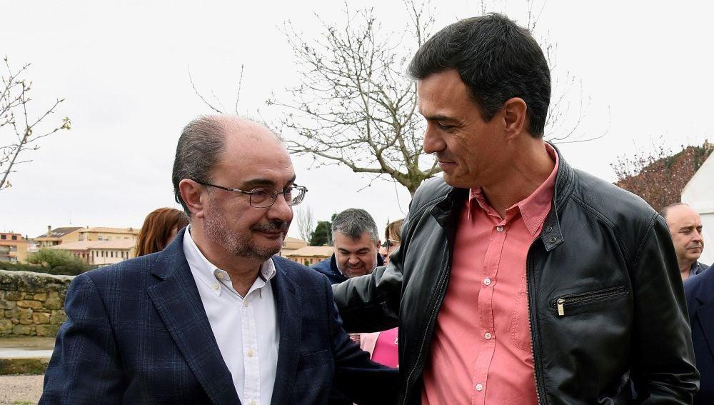 Pedro Sánchez, con Javier Lambán