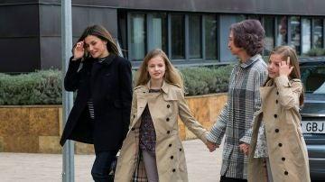 Las Reinas y las infantas, juntas antes de entrar al hospital