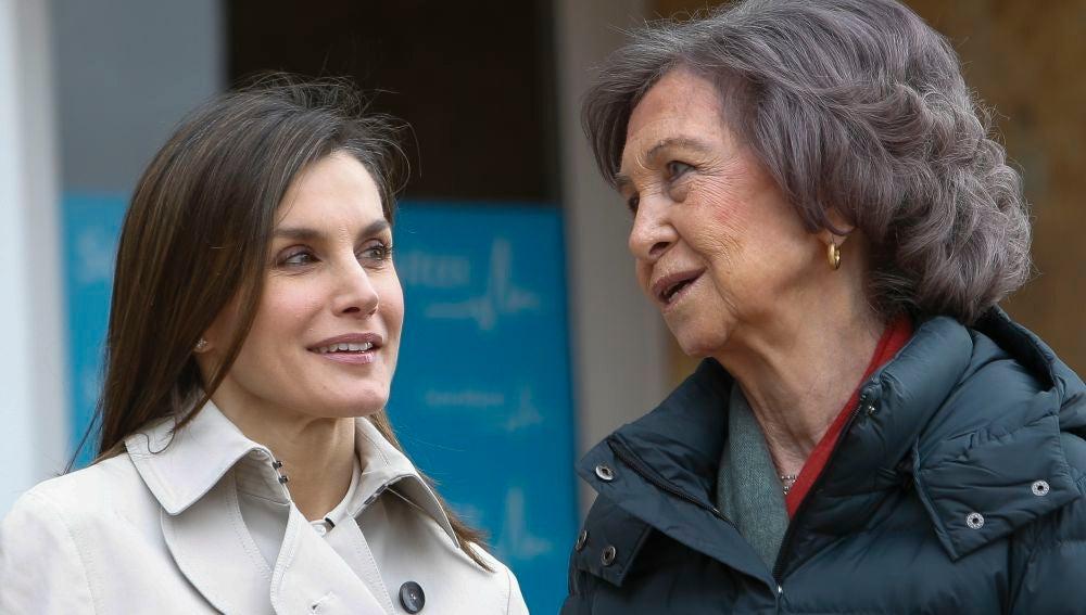 La reina Letizia y doña Sofía visitan al rey Juan Carlos en el hospital