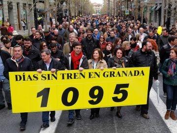 Los granadinos salen a la calle en la manifestación denominada 'Granada, tres años sin tren'.