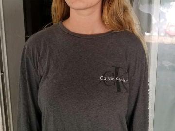La camiseta que llevó la joven a la escuela