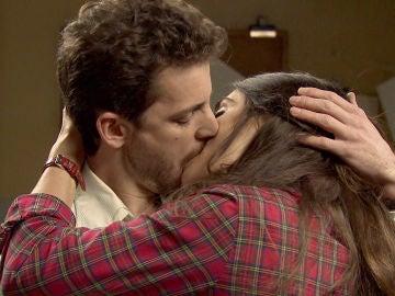 Susana descubre el pasional beso entre Javier y Vicky