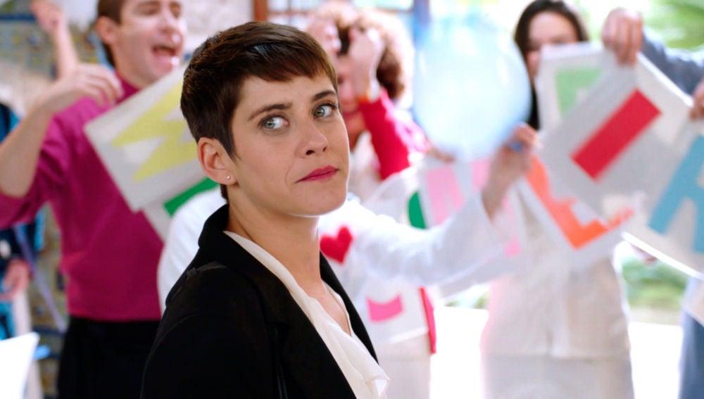 Carmen es recibida por todo lo alto como la nueva directora de la clínica Híspalis