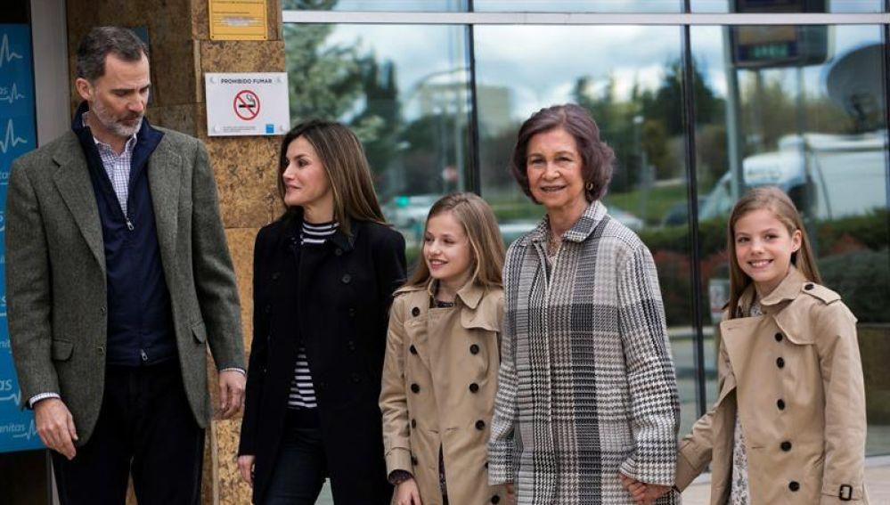 La Familia Real durante su visita al Rey Juan Carlos