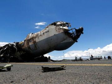 Avión destrozado por el ataque en Siria