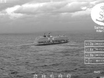 Evacuación médica de un pasajero del buque Britannia