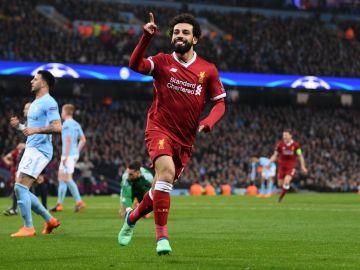 Salah celebra su gol al City