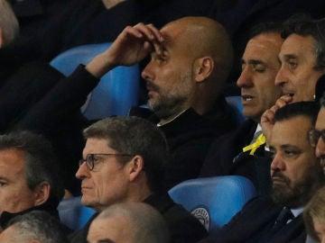 Pep Guardiola, en la grada del Etihad Stadium