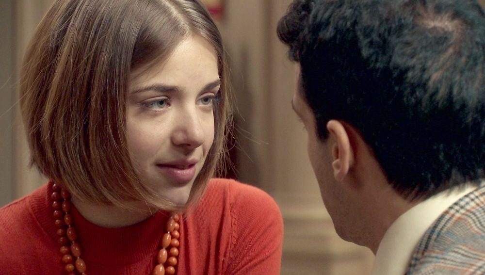 Laura insiste a Ignacio en tener su primer encuentro sexual