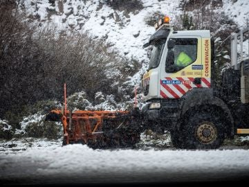 Quince comunidades en alerta por el tiempo que afecta todavía a 86 carreteras