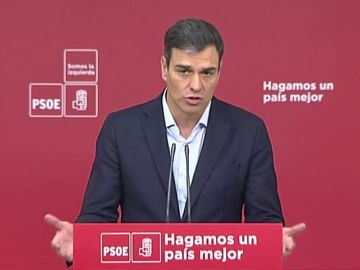 """Sánchez pide a Rivera que """"no busque una salida al PP"""", sino a Madrid"""