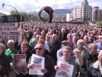 """Varios miles de jubilados se manifiestan en el centro de Madrid por unas """"pensiones dignas"""""""