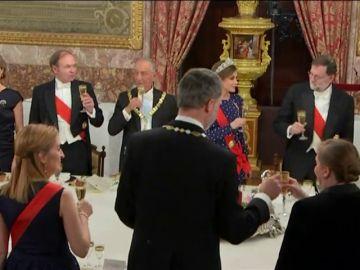 """El Rey aplaude que España y Portugal, """"buenos socios y amigos"""", compartan un """"firme europeísmo"""""""