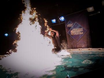 Rubén, el gallego sin miedo, se lanza a una piscina en llamas