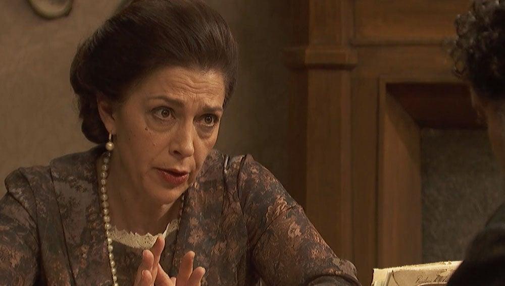 Doña Francisca le confiesa a Mauricio sus augurios sobre la desaparición de Nazaria
