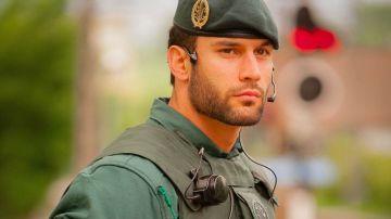 El atractivo agente de la Guardia Civil que se ha hecho viral