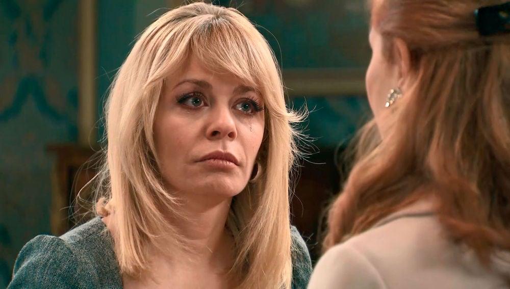 Charo, hundida por el alcohol, conoce a la madre adoptiva de Belén