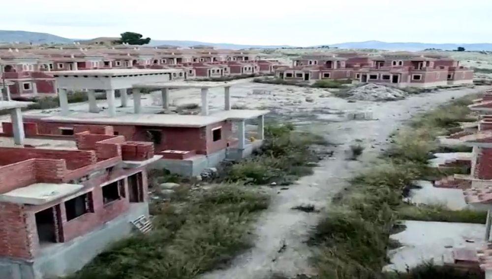 Los restos de la España que dejó la burbuja inmobiliaria vistos desde un dron