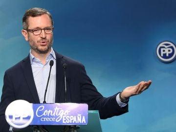 El vicesecretario de Política Social y Sectorial del PP, Javier Maroto, durante la rueda de prensa  en la sede popular de Génova