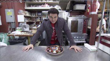 Adam intenta comerse el infierno en forma de 5 buñelos de habaneros