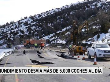 El hundimiento en la carretera del puerto de Monrepós desvía más de 5.000 coches al día