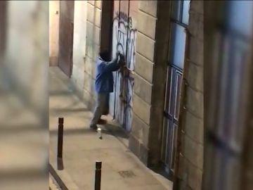 """Un """"revientapisos"""" fuerza la puerta de una vivienda para convertirla en un narcopiso"""