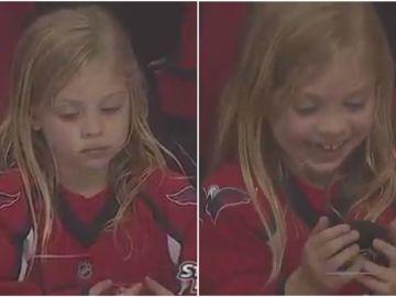 Una niña pasa de la tristeza a la euforia tras conseguir su regalo
