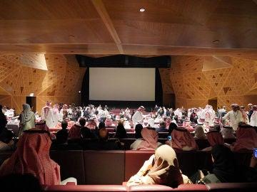 Imagen de la inauguración del cine en Arabia Saudí