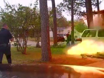 Explosión en una casa después del impacto de un coche