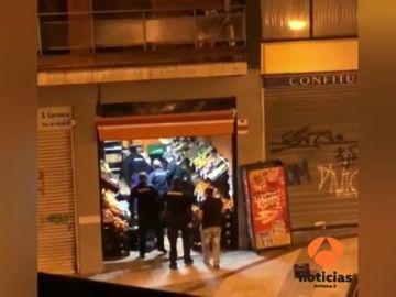 Un frutero de Bilbao deja encerrados a dos ladrones que intentaron robar en su negocio