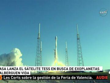 La NASA lanza con éxito un satélite para buscar planetas que albergen vida