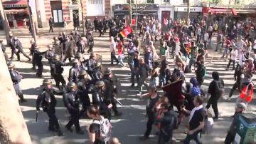 Cien marchas en Francia contra Macron