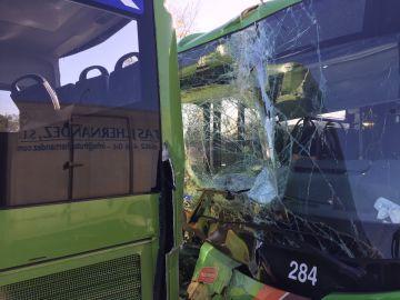 Los dos autobuses tras la colisión