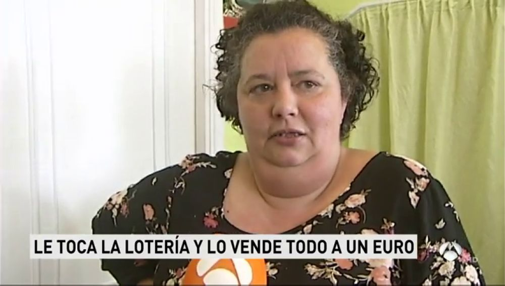 Le tocó el Gordo de la Lotería de Navidad y ahora vende todo el género de su mercería a un euro