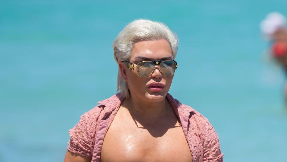 Rodrigo Alves presume de sus operaciones por las playas de Miami
