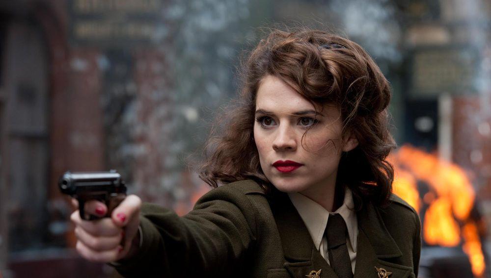 Hayley Atwell interpreta a la agente Peggy Carter