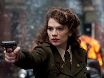 Hayley Atwell interpreta a la agente Peggy Carter