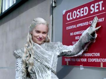Emilia Clarke te invita a 'Juego de Tronos'
