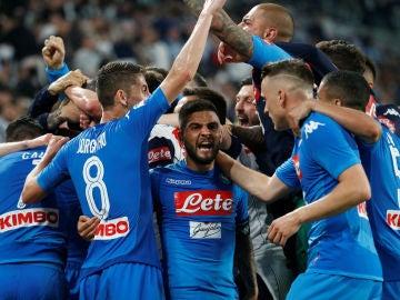 El Nápoles celebrando un gol