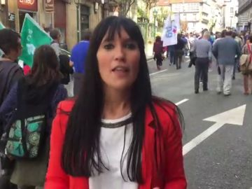 """Cientos de personas protestan en Santiago de Compostela contra la """"privatización"""" que según dicen contempla el futuro plan forestal"""
