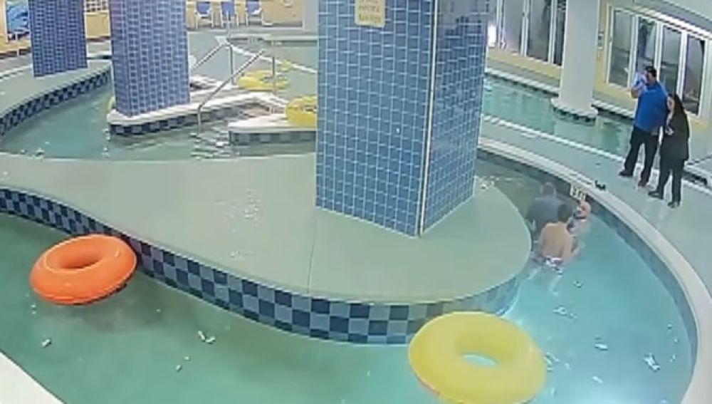 Un niño sobrevive tras pasar nueve minutos atrapado bajo el agua