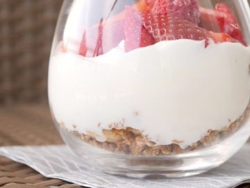 Vasitos de granola con yogur