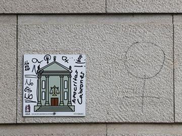 Varias pintadas en contra de la sentencia de la Audiencia de Navarra